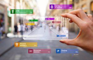 Foto do conceito de tecnologia de realidade aumentada sendo usada em um gadget de tecnologia de venda futurista. Aprimorando a experiência do cliente.
